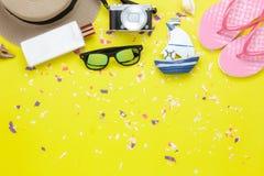 Stołowy odgórnego widoku powietrzny wizerunek moda podróżować w wakacje letni tle Zdjęcia Stock