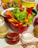 Stołowy położenie dla lato pinkinu - warzywa i pieczarki, ol Zdjęcie Stock