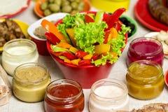 Stołowy położenie dla lato pinkinu - warzywa i pieczarki, ol Obrazy Stock