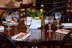 Stołowy położenie przed gościem restauracji przy restauracją Obraz Royalty Free
