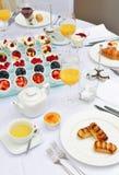 Stołowy ustawianie dla kontynentalnego śniadania Obrazy Stock