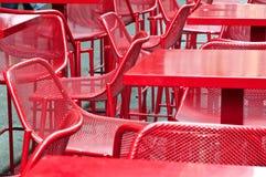 Stoły czerwień bar Fotografia Royalty Free