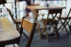 Stoły i krzesła w barze przy niską głębią pole Zdjęcie Royalty Free