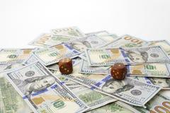 Sto dolarów banknotów i kostka do gry Pojęcie szczęście Obrazy Royalty Free