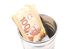 Sto dolarów kanadyjskich rachunków w garnku Obrazy Royalty Free