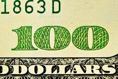 Sto dolarów rachunku zakończenia up z zieleni wzorzystości drukiem Zdjęcie Stock