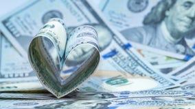 Sto dolarów USA banknotu w formie serca 5000 tło rachunków pieniądze rubli wzoru Pojęcie pieniężna miłość i prezent dla walentynk fotografia royalty free