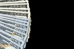 sto dolar z komina Sterta gotówkowy pieniądze w sto dolarowych banknotach Rozsypisko sto dolarowych rachunków odizolowywających n Zdjęcia Royalty Free