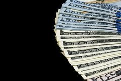 sto dolar z komina Sterta gotówkowy pieniądze w sto dolarowych banknotach Rozsypisko sto dolarowych rachunków odizolowywających n Obrazy Royalty Free