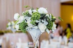 Stołowa dekoracja z kwiatami Obraz Stock