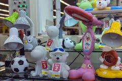 Stołowe lampy w sklepie, wielki wybór Obraz Royalty Free