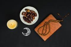 Sto?owy odg?rnego widoku powietrzny wizerunek dekoraci Ramadan Kareem wakacje t?o fotografia stock