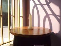 Sto presentando una foto della candela bianca Fotografia Stock