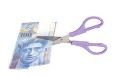 Sto szwajcarskiego franka banknotów z nożycami waluta Zdjęcia Royalty Free