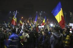 Sto tysiąc protest jako Rumunia relaksuje korupci prawo Obraz Stock