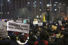 Sto tysiąc protest jako Rumunia relaksuje korupci prawo Fotografia Stock