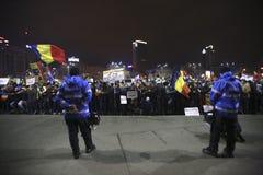 Sto tysiąc protest jako Rumunia relaksuje korupci prawo Zdjęcia Stock