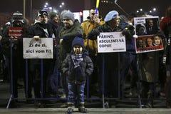 Sto tysiąc protest jako Rumunia relaksuje korupci prawo Fotografia Royalty Free