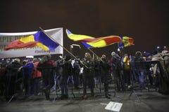 Sto tysiąc protest jako Rumunia relaksuje korupci prawo Obrazy Stock