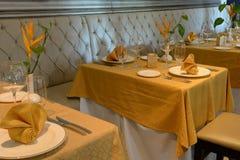 Stoły w restauraci Zdjęcie Royalty Free