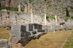 Stoa av atheniansna på Delphi fotografering för bildbyråer
