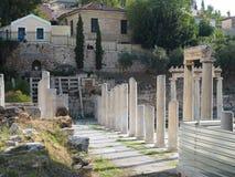 Stoa de visita turístico de excursión de Atenas - Roman Agora - Fotos de archivo libres de regalías