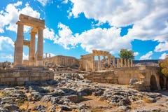 Stoa, portico e Propylaea sull'acropoli di Lindos Rodi, Gree Fotografie Stock Libere da Diritti