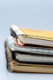 Stoack der verklemmten Notizbücher des Ringes Lizenzfreies Stockfoto