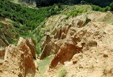 Stobskie piramidy o formazione rocciosa delle piramidi rosso a forma di insolito e giallo di Stob's Immagini Stock Libere da Diritti