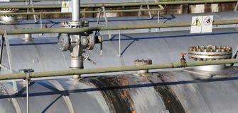 Stoccaggio dei materiali infiammabili dell'impianto industriale con la cassaforte Immagini Stock