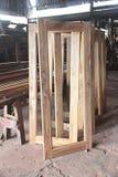 Stoccaggio di Windows alla fabbrica di legno tradizionale tailandese del mulino fotografie stock libere da diritti