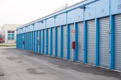 Stoccaggio numerato di auto e mini unità del garage di stoccaggio immagini stock libere da diritti