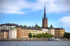 STOCCOLMA, SVEZIA - 20 AGOSTO 2016: Barca di turisti e vista del G Immagini Stock Libere da Diritti
