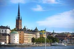 STOCCOLMA, SVEZIA - 20 AGOSTO 2016: Barca di turisti e vista del G Fotografia Stock