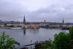 Stoccolma, Svezia le navi al pilastro di Gamla Stan Fotografie Stock Libere da Diritti