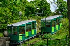 Stoccolma, Svezia - 31 maggio 2017: Turisti funicolari di trasporto i Immagine Stock Libera da Diritti