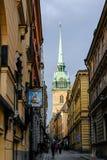 Stoccolma, Svezia, turisti che camminano lungo la via Immagine Stock