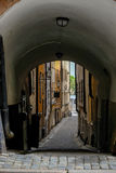 Stoccolma, Svezia, vie strette di vecchia città Fotografie Stock Libere da Diritti