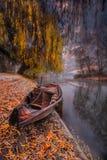 Stocherkahn auf dem Fluss stockbild