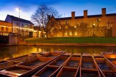 Stocherkähne im Fluss-Nocken - Cambridge, England Stockfoto