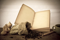 Stock Photo:Coffee beans with old vintage book Stock Photography