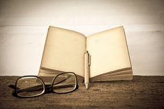 Stock Photo:old book open blank pages, empty yellow paper Stock Images