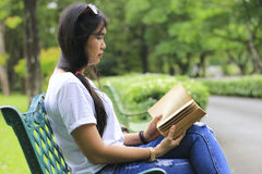 Stock Photo:young woman reading a book in park. Royalty Free Stock Photos