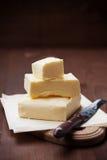Stock von Butter auf hölzernem Brett Stockbild