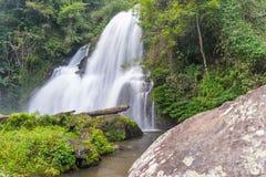 7. Stock von Wasserfall PAs Dok Seaw Lizenzfreies Stockfoto