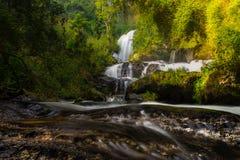 7. Stock von Wasserfall PAs Dok Seaw Lizenzfreie Stockfotografie