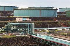 Stockage d'huile avec le réseau de pipe-lines dans le port maritime photos libres de droits