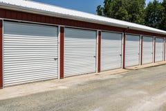 Stockage numéroté d'individu et mini unités de garage de stockage image stock