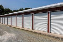 Stockage numéroté d'individu et mini unités de garage de stockage photographie stock
