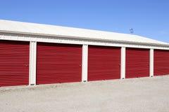 Stockage numéroté d'individu et mini unités de garage de stockage X image libre de droits
